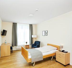 Zimmer mit Pflegebett